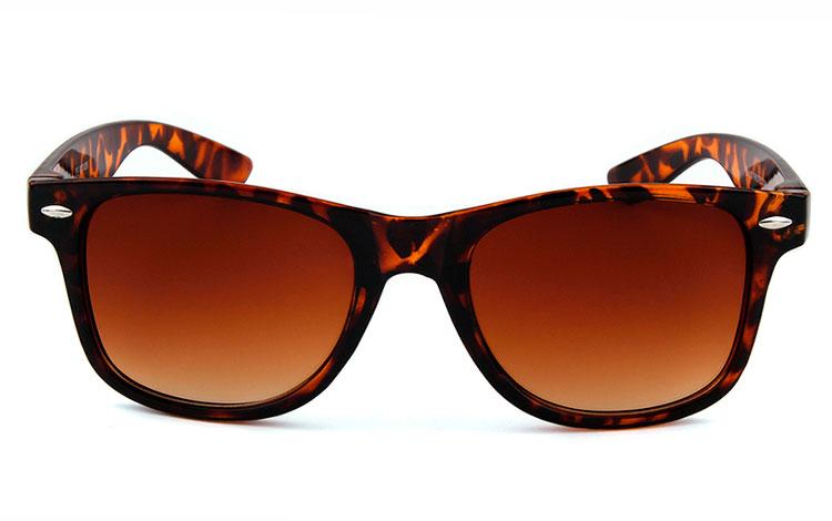 Brun wayfarer solbrille i skildpadde leopard stel Design