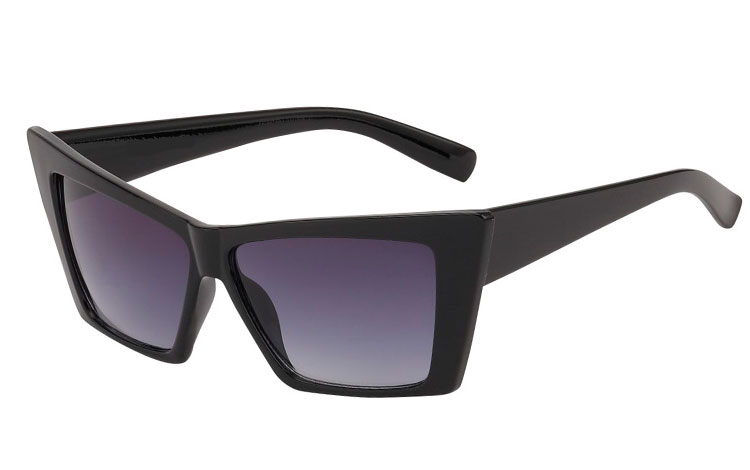 Fræk sort cat eye solbrille i markant kantet design. Uv400 | cat_eye_solbriller