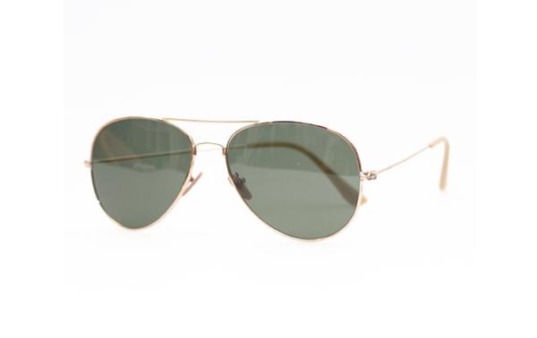 c09ccfebc6e0 Guld Aviator solbrille i enkelt   klassisk design. Bestil her ...