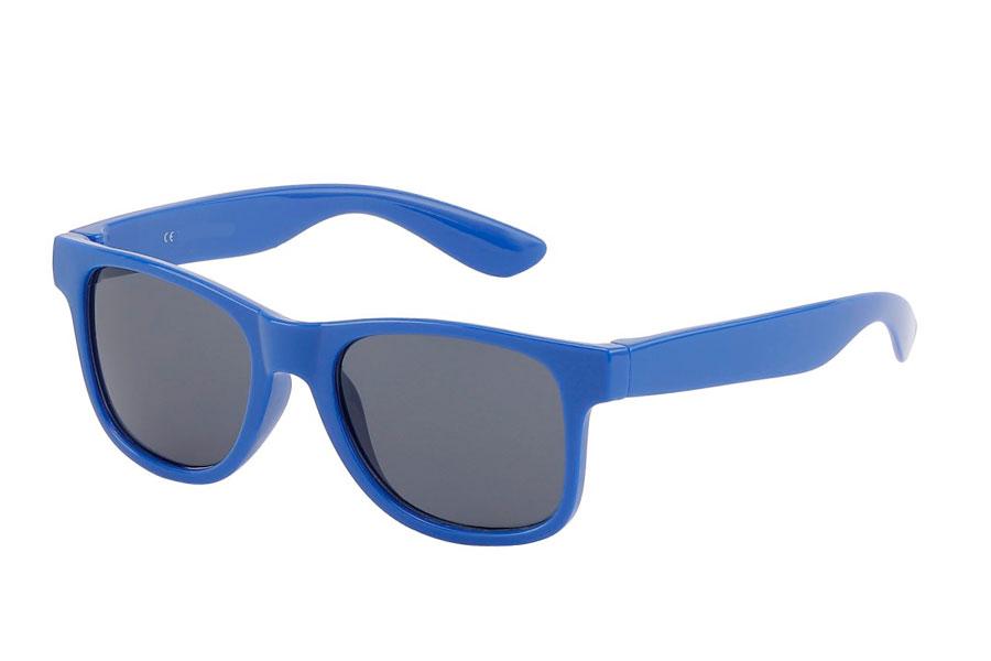 8115215dc6a0 BØRNE solbrille i blåt enkelt design. BØRNE solbrille i blåt enkelt  wayfarer design. UV400 beskyttelse