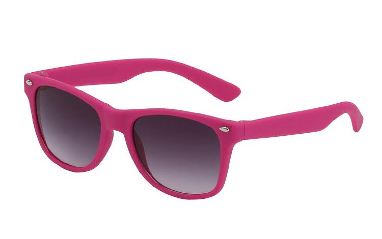 63153d8bb8c9 Solbriller til børn til lavpris. Vi har de fede modeller. Køb her.