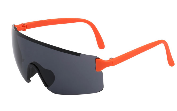 Retro skibrille. Oversize design i sort med orange stænger.  - Design nr. 3414