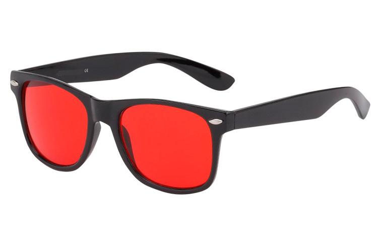 5b408f1faf7f Sort wayfarer solbrille med RØDE GLAS - Design nr. 3544