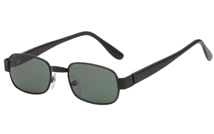 50f3f4a4de17 Firkantet solbrille i sort metal og sorte stænger med grønlige linser. - Design  nr.