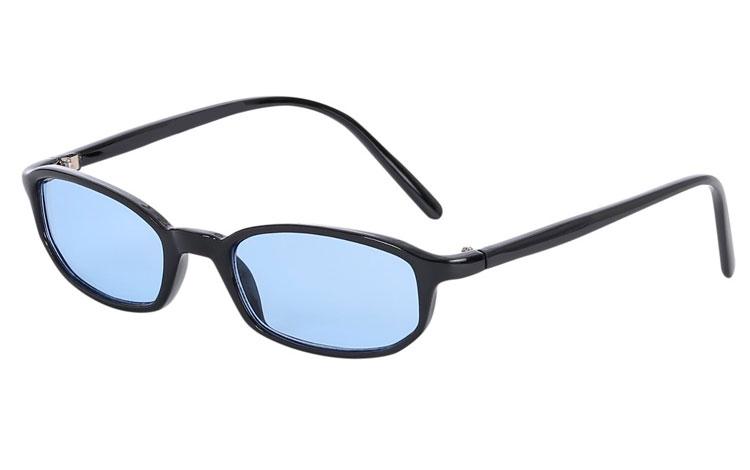 a51728540b62 Smal moderigtig solbrille i sort stel med lyseblå glas - Design nr. s3602