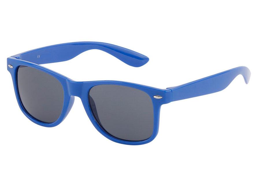 260867944b85 Blå solbrille i enkelt moderigtigt design. - Design nr. 3823