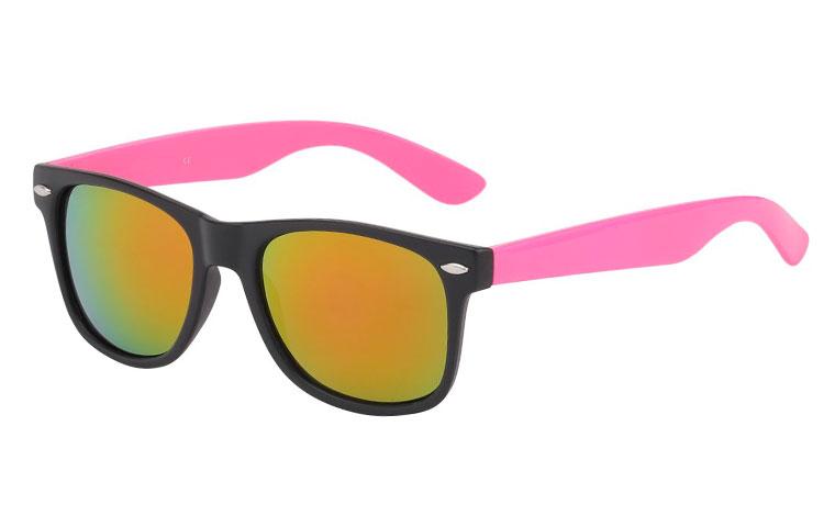 58c69ee5c739 Wayfarer solbrille i mat sort med lyserøde stænger og multiglas - Design  nr. 395